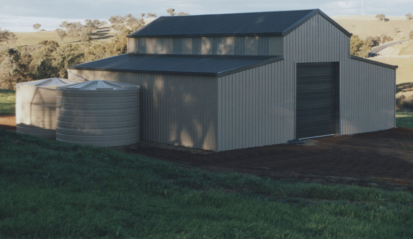Barns steel sheds barns and stables for Sheds and barns